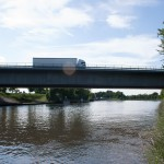Neckar Ufer Heidelberg Autobahnbrücke LKW